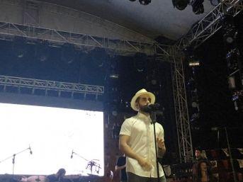 Gökhan Türkmen'den Muhteşem Sahne Performansı