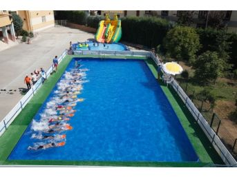 Küçükçekmece'de 9 Bin Çocuk Yüzme Öğrendi
