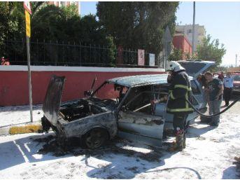Yakıt Borusu Çatlayan Otomobil Yandı, Benzinlikten Çıktıktan 100 Metre Sonra Yandı