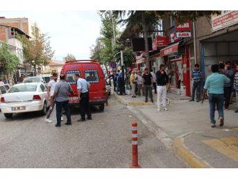 Osmancık'ta Bıçaklı Saldırgan 2 Kişiyi Yaraladı