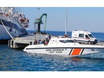 Göçmenler Yakalandı, Turistler Limanda Öz Çekim Yaptı