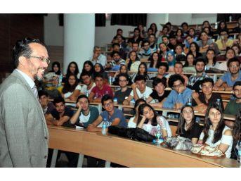 Tıp Öğrencilerine İlk Ders Rektör Bircan'dan