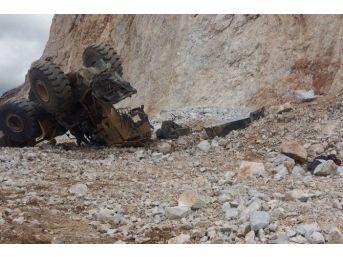 Çankırı'da İş Makinesi Uçuruma Yuvarlandı: 1 Ölü, 1 Yaralı