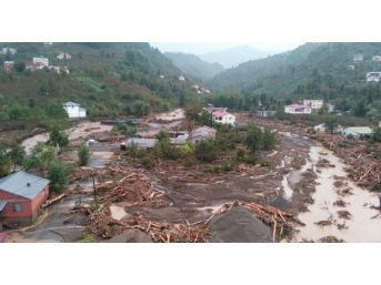 Giresun Valisi Hasan Karahan Sel Felaketinin Yaşandığı Eynesil İlçesinde İncelemelerde Bulunuyor