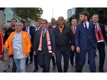 Dursun Özbek, Taraftarlarla Stada Gitti