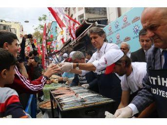 Fatih'te Vatandaşlar Balığa Doydu
