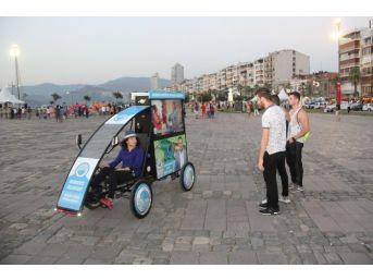 Menderes'in Bisik-led'i İzmir Sokaklarında