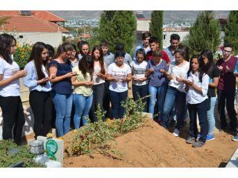 Okulun İlk Gününde Arkadaşlarının Mezarını Ziyaret Ettiler