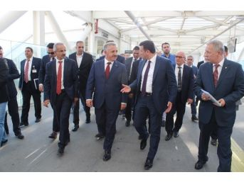 Bakan Arslan'dan Adnan Menderes Havalimanı Ziyareti
