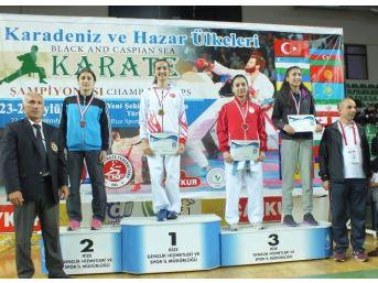 Büyükşehirli Karateciler Madalyalarını Talha İçin Kazandı