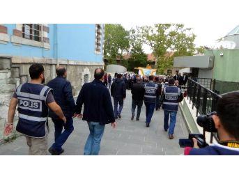 Kütahya'daki Fetö Operasyonunda Adliyeye Sevk Edilen 11 İş Adamından 3'ü Tutuklandı