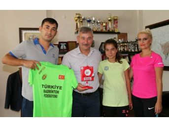 Badminton Takımından Başkan Yaralı'ya Teşekkür Ziyareti