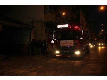Apartmanda Elektrik Panosunda Çıkan Yangın Korkuttu