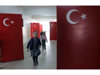 Bayrak Sevgisini Sınıf Kapılarına İşlediler