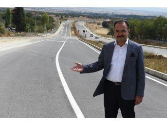 Uşak Belediyesi Yol Yapmaya Devam Ediyor