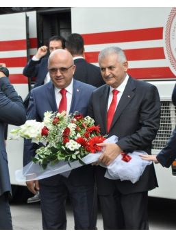 """Başbakan Yıldırım, Basın Mensuplarının """"21 Ekim Dünya Gazeteciler Gününü"""" Kutladı, Hatıra Fotoğrafı Çektirdi"""