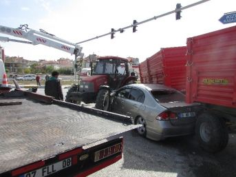 Sandıklı'da Trafik Kazası, 3 Yaralı