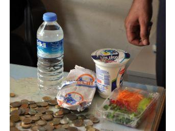 Dilencinin Üzerinden Sipariş Verdiği Yemek Paketi Çıktı