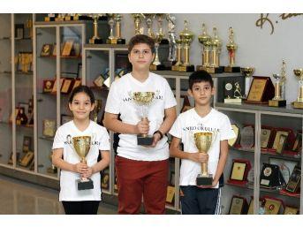 Özel Sanko Okulları Öğrencileri Satrançta 3 Kupa Kazandı