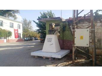 Büyükşehir'den Ödemiş'teki Mahallelere Atatürk Büstü Ve Muhtarlık Ofisi