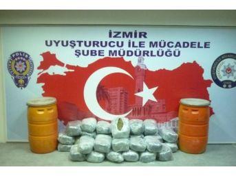 İzmir'de 102 Kilo Esrar Ele Geçirildi