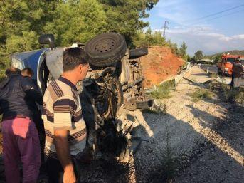 Fethiye'de Eşya Yüklü Kamyonet Devrildi; 1 Ölü, 2 Yaralı
