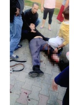 Broşür Kavgasında Kan Aktı: Baba Ve Oğlu Yaralandı