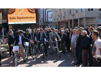 Çaycuma Belediyesi Personeline Bisiklet Dağıttı