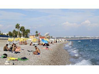 Dünyaca Ünlü Konyaaltı Plajında Deniz Keyfi
