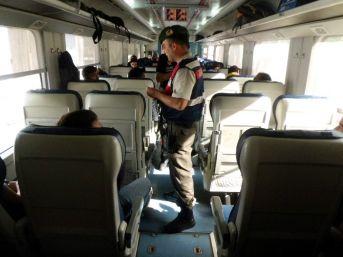 Jandarma Ekipleri Trende Huzur Denetimi Yaptı