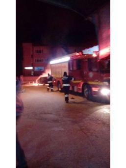 Hastane Önüne Bırakılan Otomobil Alev Aldı
