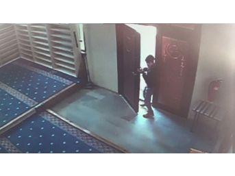 Camide Yaşanan Hırsızlık Girişimi Kamerada