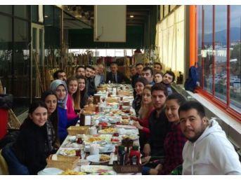 Chp'li Gençler Kahvaltıda Bir Araya Geldi