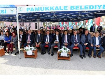 Pamukkale Belediyesi'nden Okula Halı Saha