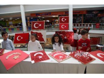 Çocuklar, Türk Bayrağı Hazırlamak İçin Yarıştı