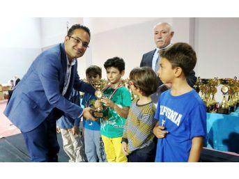 Cumhuriyet Bayramı Satranç Turnuvası'na Yoğun İlgi