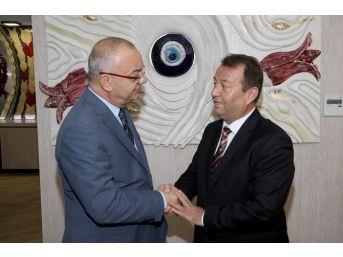 Manisa Barosu Yeni Yönetimi Başkan Ergün'ü Ziyaret Etti