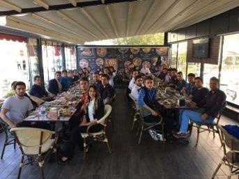 İletişim Öğrencileri Tanışma Kahvaltısında Bir Araya Geldi
