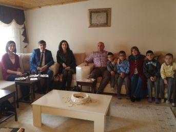 Öğrenciler Şehidin Doğum Gününde Baba Evini Ziyaret Ettiler