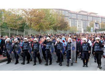 Trabzonsporlu Taraftarlar Vodafone Arena'ya Gelmeye Başladı