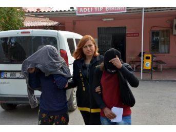 Kız Kardeşler Parkta Sivil Polise Fuhuş Teklif Edince Yakalandı