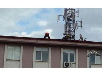 Çatı Ustaları Canlarını Hiçe Sayarak Çalışıyorlar