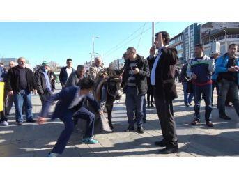 Bursa'da Ulaşım Zammı 'eşekli Gösteri' Ile Protesto Edildi