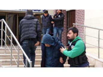 Polisin Baskın Yaptığı Eve Uyuşturucu Getirirken Yakalandı