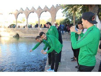 Denizlispor Futbolcuları Balıklıgöl'ü Gezdi