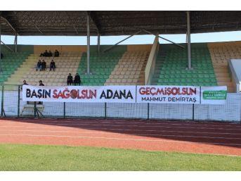 Amatör Maçta Adana'ya Geçmiş Olsun Pankartı