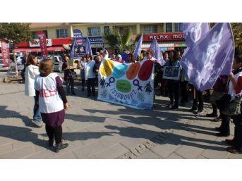 Kıbele Kadınları Kadına Şiddet Günü'nde Sokakta