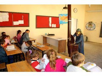 (özel Haber) Hem Öğretmen Hem Hademe
