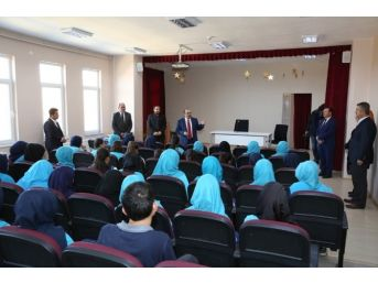 Vali İsmail Ustaoğlu, Teog'a Girecek Öğrencilerle Buluştu