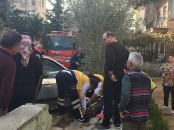 Yaşlı Kadın Otomobille Duvarın Arasına Sıkıştı